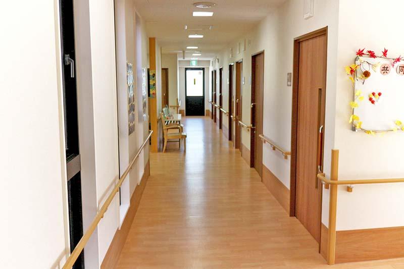 画像:明るい廊下